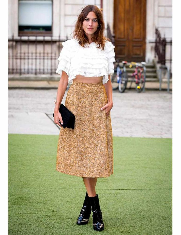 Alexa chung 39 s style file elle uk alexa chung with chanel clutch at the royal academy summer Celeb style fashion uk