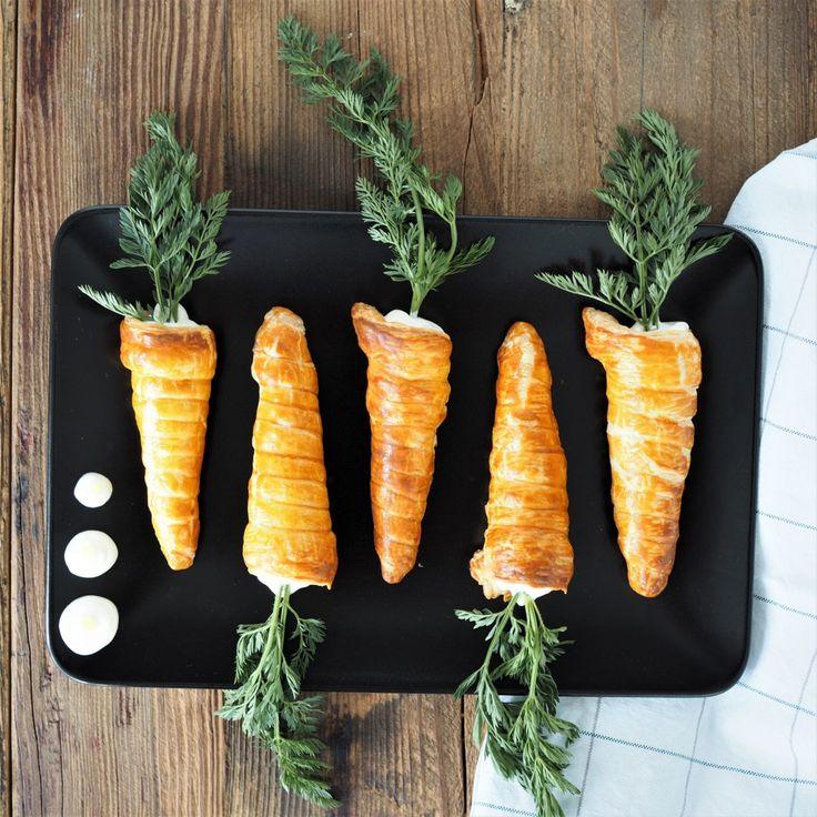 Mit diesen Blätterteig-Möhren mit Lemon Curd habt ihr einen Snack für euer Osterfrühstück oder das Kaffeekränzchen, der zum Schmunzeln anregt!