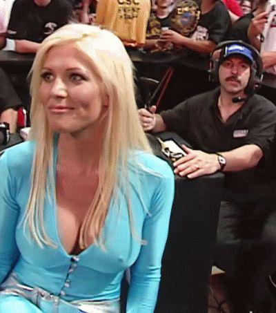 La Ex Campeona Femenina de WWE Trish Stratus habla