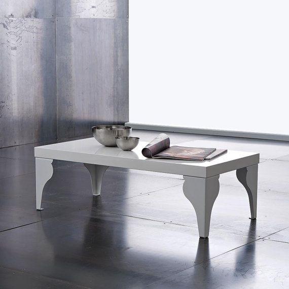 Tavolino dalle linee eleganti e raffinate #homeinspiration #living #design