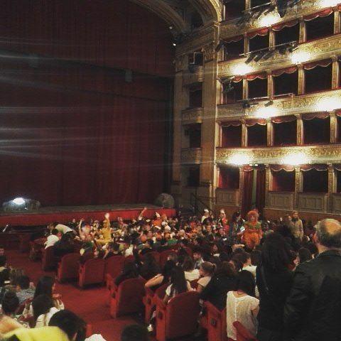 """A parte la genialata dell'orario Teatro Argentina pienissimo per lo spettacolo """"il flauto magico"""" delle scolaresche"""