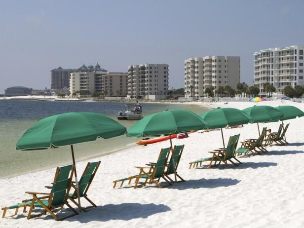 Destin, FL: Best Gulf Coast Beaches The scores of Gulf Coast beaches beckon travelers with promises of emerald waters, brilliant white beaches, picturesque sand dunes with waving sea oats, excellent nature hikes and ample bird-watching. Read on to discover our picks for the best Gulf Coast beaches.