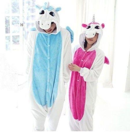 Pijama Kigurumi de pelúcia estilizado de Unicórnio. É uma peça linda, super quentinha, pra você se divertir em casa, em festas, fazer cosplay e matar todo mundo de inveja na rua!