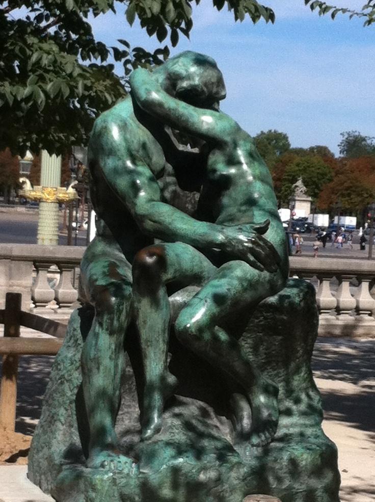 The Kiss, Paris