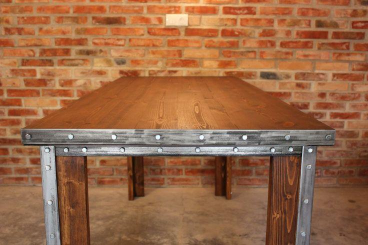 Stół Frame, ze względu na duże rozmiary, jest idealnym wyposażeniem sali konferencyjnej.