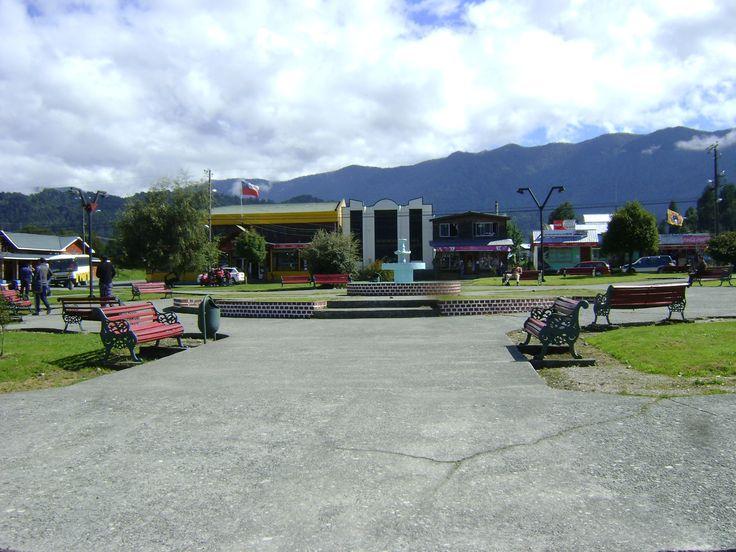 Plaza de Hornopirén. Foto de Luis Espinoza Silva.