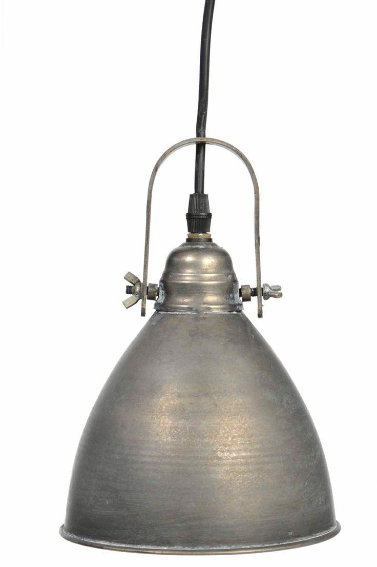 Deze grijs #metalen #hanglamp oogt direct stoer en strak. Hang deze boven de eettafel en geniet van het licht wat deze prachtige #industriële #lamp verspreid.