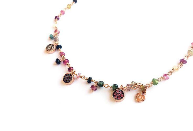 Gargantilla en plata rosa y turmalinas sin tallar de colores | Marina Garcia Joyas. Colgantes mini. Gargantillas mini