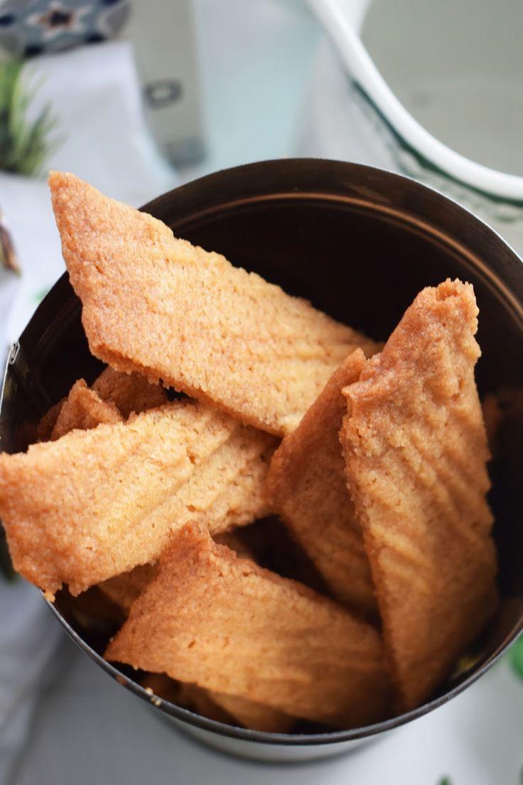 Friday, baby! Idag bjuder jag på sötsalta kolasnittar. Originalet kommer från USA där de heter salt water taffy cookies. Kolasnittar med ...
