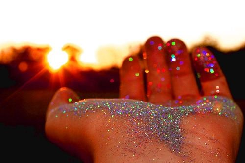 Throwing glitter at the wedding instead of rice or flowers. It will make pictures sparkle! What an awesome idea!
