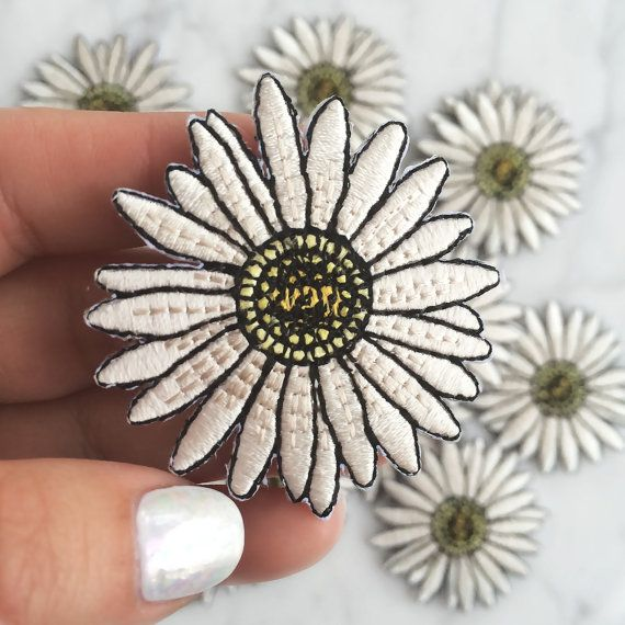 Daisy Patch, Iron On, Applique, Embroidered Patches, Applique, Daisies, Flower, Wildflower + Co. ………………………………….………………………………….……………………..
