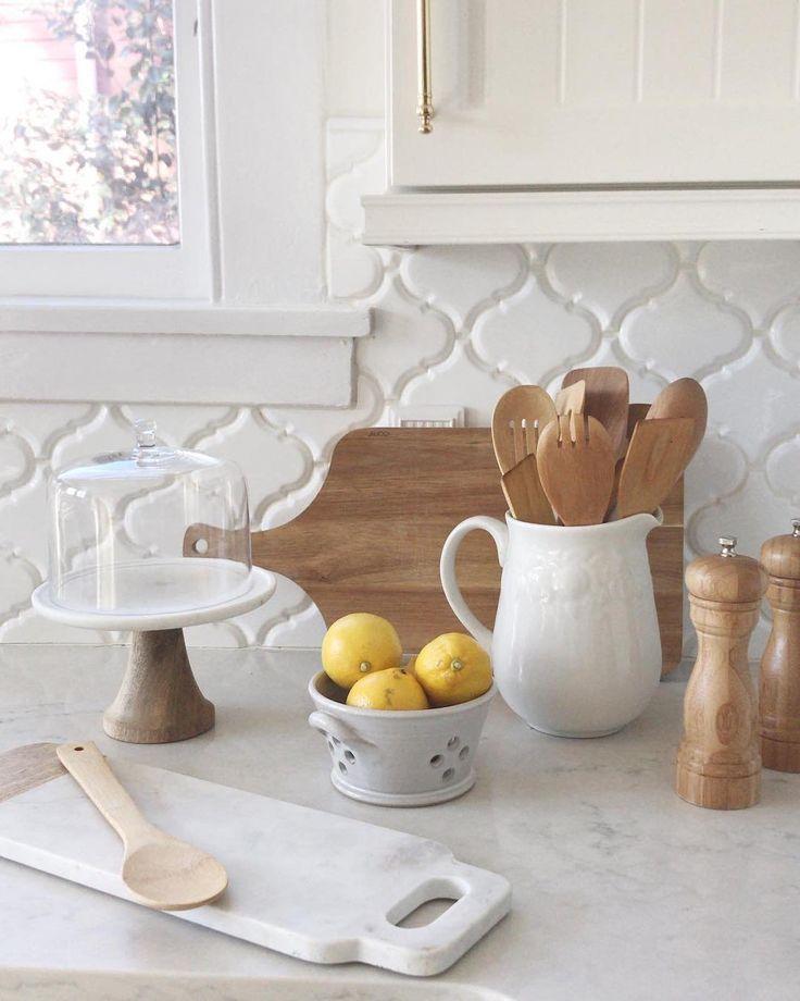 35 Beautiful Kitchen Backsplash Ideas: 8 Beautiful Kitchen Backsplash Ideas You Can DIY With Peel