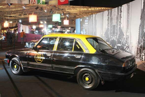 Especial Taxis del mundo , Salon Internacional del Automovil de Paris 2008 . Peugeot 504 . Ciudad Autonoma de Buenos Aires .