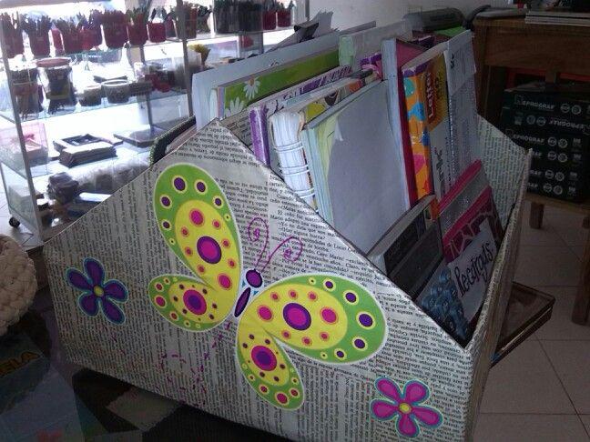 caja de cartón. Reciclar y organizar.