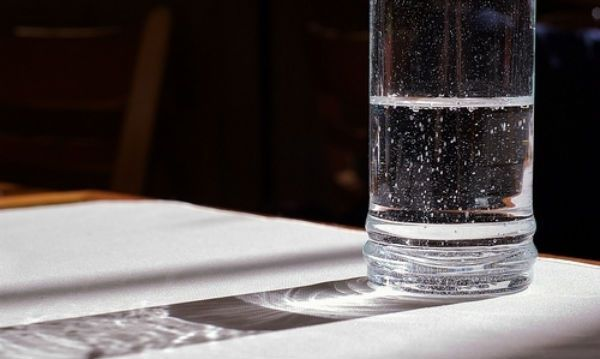 Jak poznat negativní energii pomocí vody