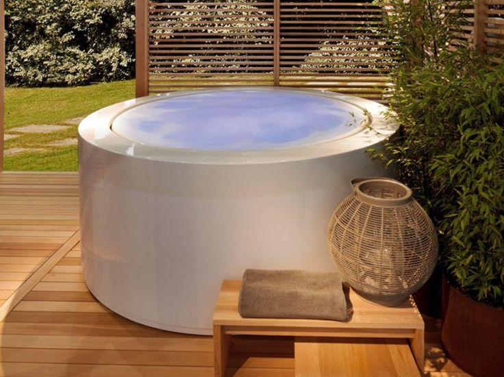 Mini piscine hors sol sign e zucchetti et plage en bois for Construction piscine originale