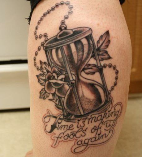Tatuaggio clessidra con frase in inglese - The house of blog