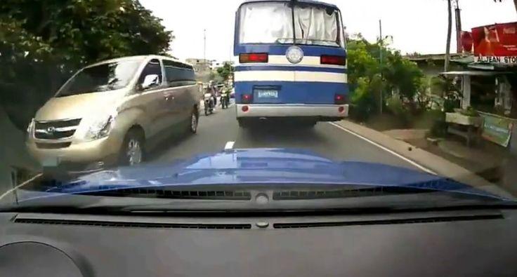 Condutores Fazem Perigosa Corrida Em Estrada Movimentada