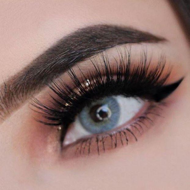 Los ojos con #pestañas falsas naturales se ven increíbles #Nature #Makeup #Eyelashes #Beauty