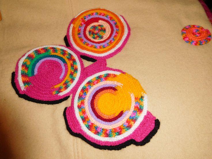 Decor for a woollen blanket.