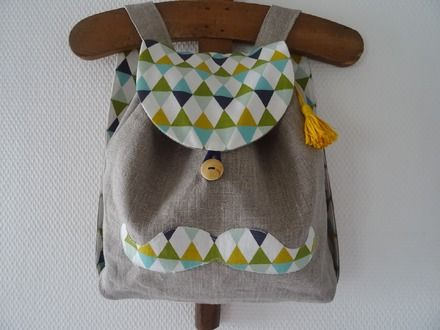 Joli petit sac à dos en lin naturel et coton graphique vert menthe, moutarde, bleu Linna Morata. Indispensable pour aller chez la nounou ou à la maternelle, ranger son doudou ou - 15541549