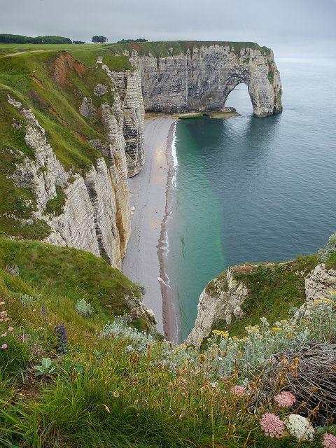Étretat, Normandie, France. This looks so beautiful <3 want to go! Take me away!