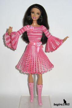 Здравствуйте, дорогие мастерицы Страны Мам! Сегодня хочу показать вам несколько стареньких нарядов на моих куколок, которые пользуются большим спросом.