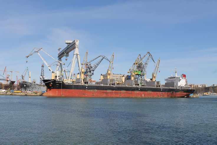 Bulk Carrier Strategic Endeavor in Nauta Shiprepair Yard, April 2015  photo: J. Staluszka