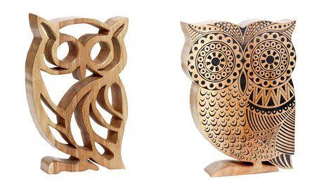 Na foto (zleva): Nádherná velká vyřezávaná sova Owl z hnědého mořeného dřeva je za 1644 Kč a sova Black pattern s černým dekorem stojí 1134 Kč; Nordic Day