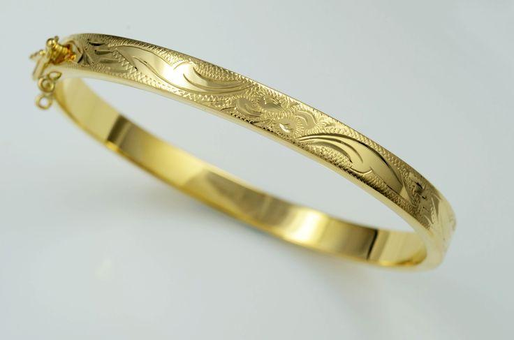 The perfect bracelet to go to the office! #happythursday #fashion #jewels #jewelry http://www.joyeriaruescas.com/es/oro/278-pulsera-de-oro-rigida.html