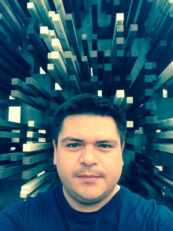 """""""Selfie creativa"""" Artes y tecnologías para educar. Desde Veracruz, México. Monumento que conmemora 100 años de la inmigración judía a México.Siempre me han llamado la atención las migraciones. Es todo un cambio lleno de esperanza para las personas que emigran. Significa mucho: sueños, expectativas, metas, trabajo, realización, búsqueda. Creo que en el fondo, este fenómeno social connota a la educación. Es atreverse a cambiar por mejorar, ir a otros mundos en busca de algo mejor."""