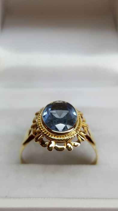 14 kt yellow gold women's ring set with sapphire, no reserve!