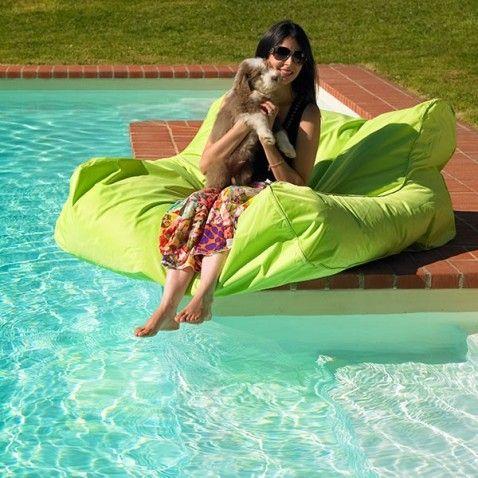 Billes polystyrène fauteuil flottant Pool-Poof #bouée #bouées #flottante #gonflable #piscine #fun #desjoyaux #laboutiquedesjoyaux #détente #pool #float #summer #été #pools