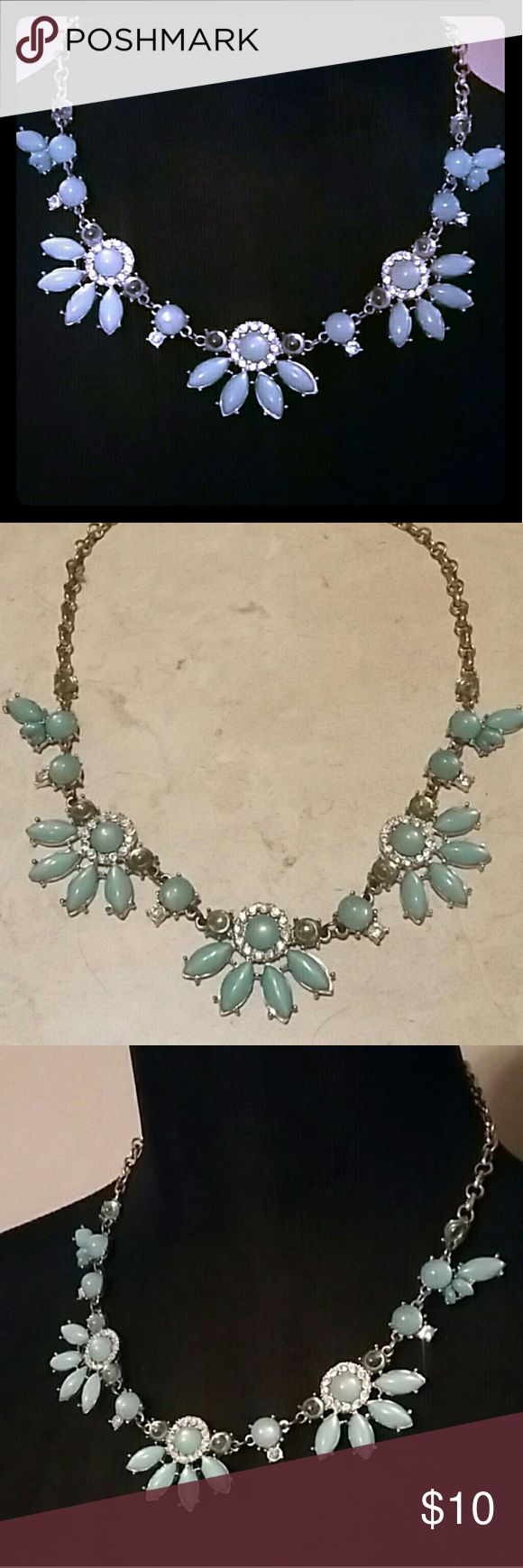 Cute & CHIC gold and teal necklace Cute & CHIC gold and teal necklace Jewelry Necklaces