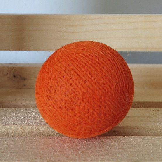 Kaunis oranssi valopalo. Sopii hyvin ruskean, harmaan, valkoisen ja vaikka persikansävyisen valopallon kanssa.   http://www.valopallot.fi/product/100/valopallo-oranssi-5-kpl