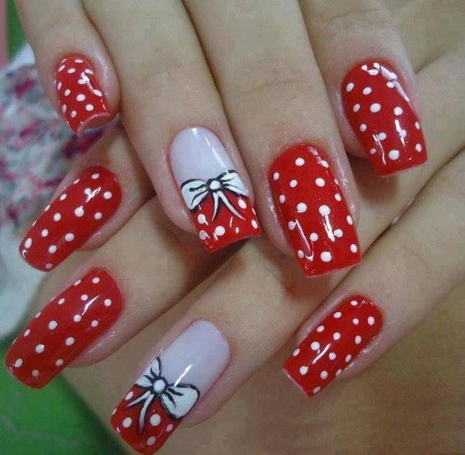 Uñas rojas con moño
