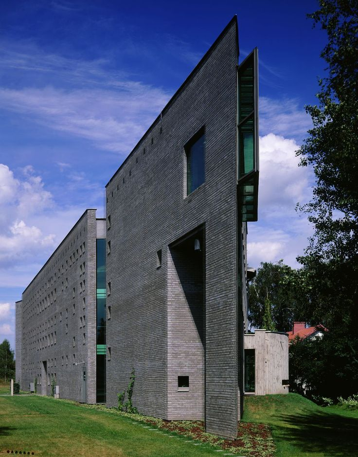 Located on the outskirts of Warsaw, Poland the Rodan System office building has been recognized as one of the icons of Polish architecture. It is one of Poland's first implementation of Pilkington Planar™ structural glazing system based on a point fixed glass. In some parts of the building the frameless units made of green body tinted glass were installed in glazing channels and had no point fixings at all.