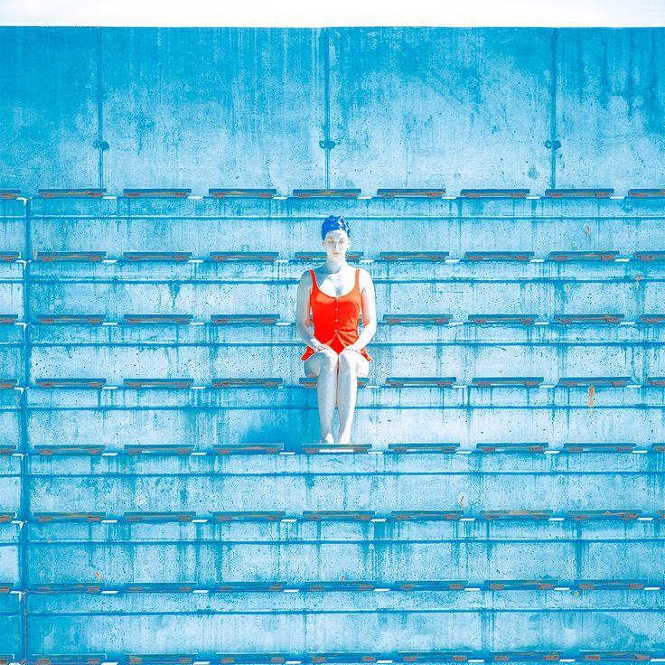 Tribune foto proyecto de Maria Svarbova. #arte #fotografia #surrealista ensayo fotografico. #azul, #fineart #art #photography #blue #solitude #lonelyness #cold