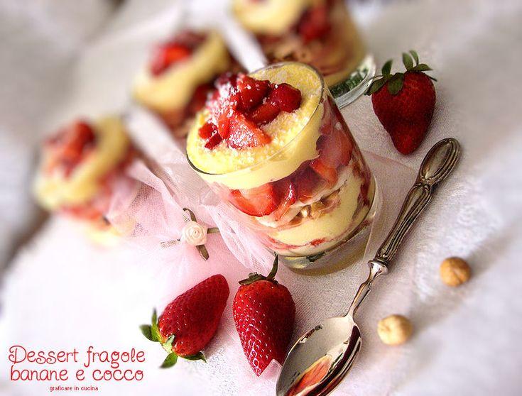 Dessert fragole, banane e cocco