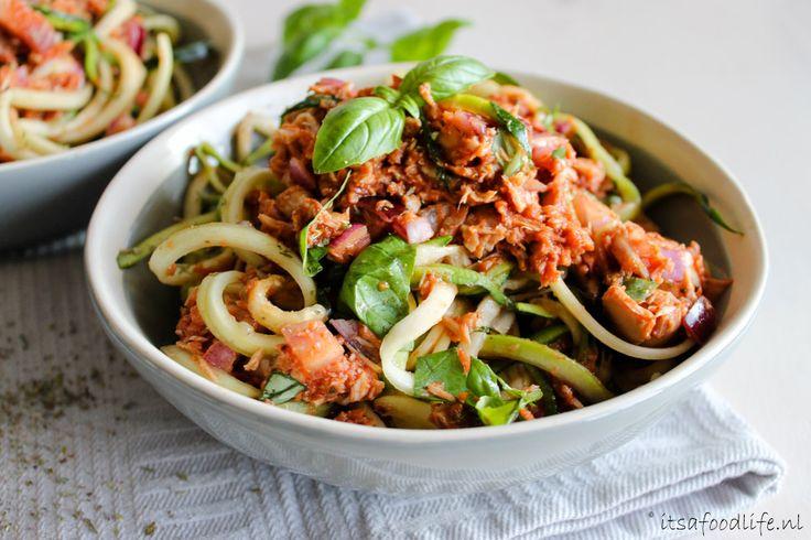 Recept voor Courgetti met tonijn-tomatensaus | It's a Food Life