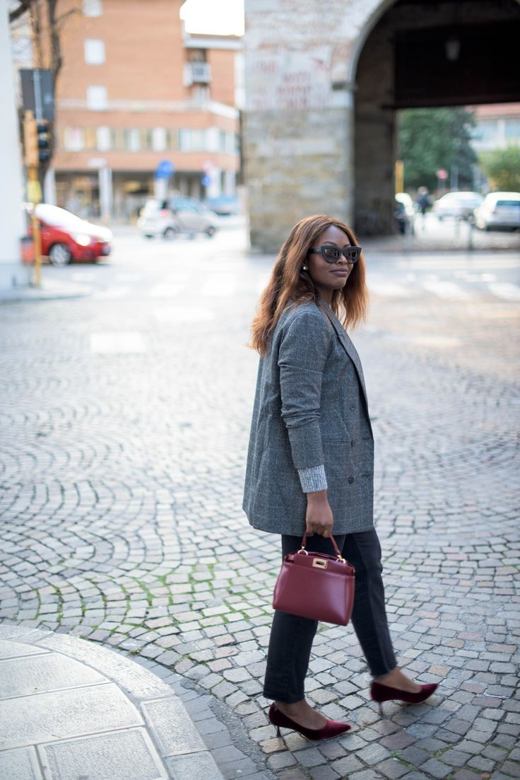 Quay Australia Sunglasses | Mom jeans | Fendi Peekaboo mini | Red velvet shoes | Checked blazer | Italian Streetstyle