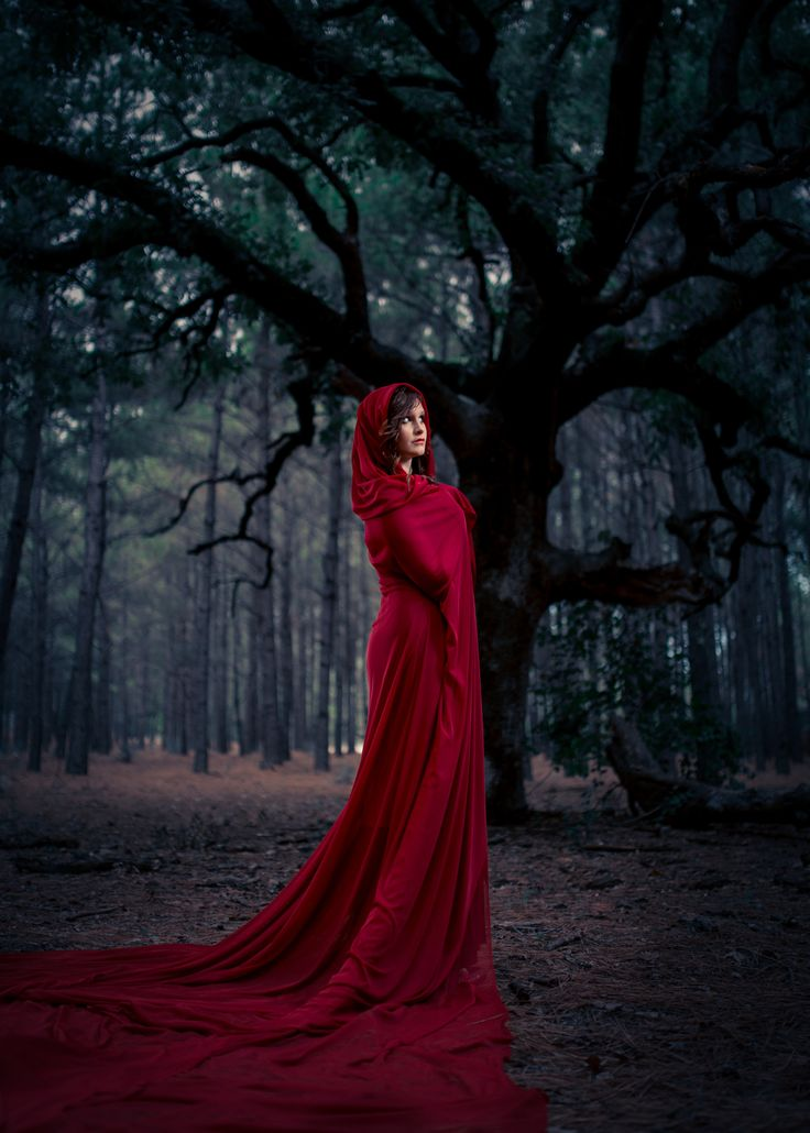 RED RIDING HOOD SHOT BY A FRAME OF MIND MEDIA PHOTOGRAPHY PHOTOSHOOT WOODS CREATIVE