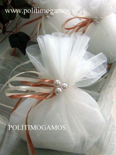 Μπομπονιέρα γάμου τούλι με πέρλες | Ανθοδιακοσμήσεις | Χειροποίητες μπομπονιέρες και προσκλητήρια | Είδη γάμου και βάπτισης | Politimogamos.gr