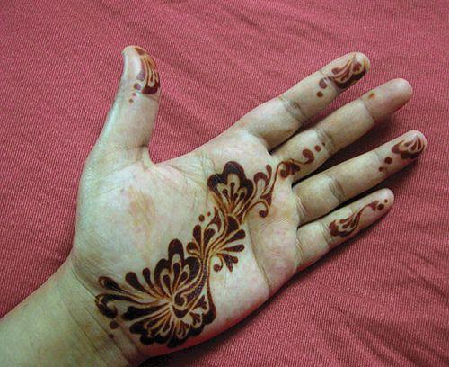 Henna, ajeeb - stained