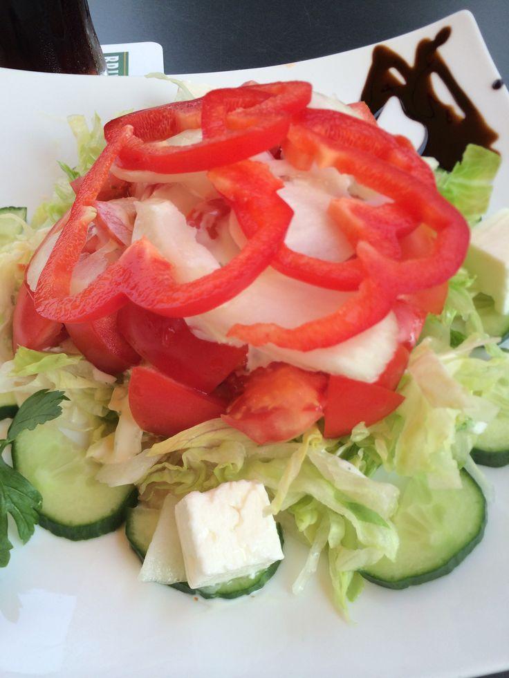 Der Bauernsalat zum Gyros (statt Pommes und Krautsalat). Krautsalat ist oft stark gezuckert daher esse ich ihn nie unterwegs