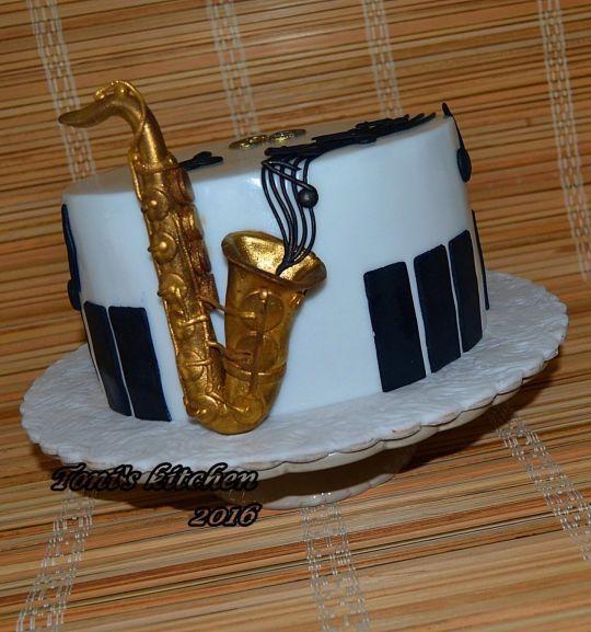 "Cake ""Saxophone"""