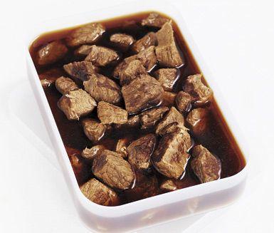 Ett recept på grytbas för sagolik smak på dina köttgrytor. Nötköttet kokas med bland annat lagerblad, lök, morot och lättöl innan du tar upp köttet och silar buljongen. Frys in i lagom portioner som sedan används till dina fenomenala grytor!