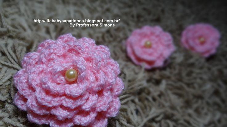 Flor para aplicação em Crochê com Pérola compartilhado por professora Simone(life baby sapatinho)