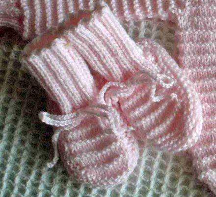 Knitting Patterns For Babies: Baby Booties Knitting Pattern With Garter Stitch Stripes
