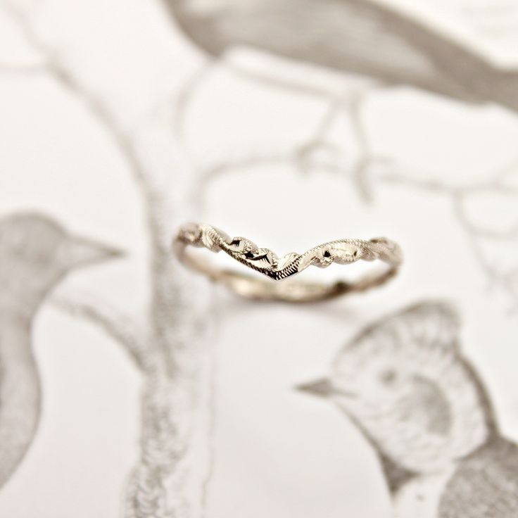 18ct white gold 2mm floral carved 'Wishbone'